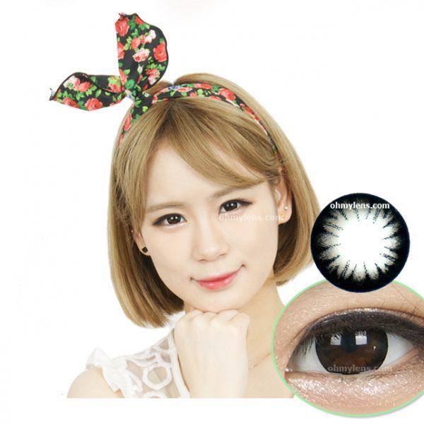a beautiful girl with Iris Black Contact Lenses 01