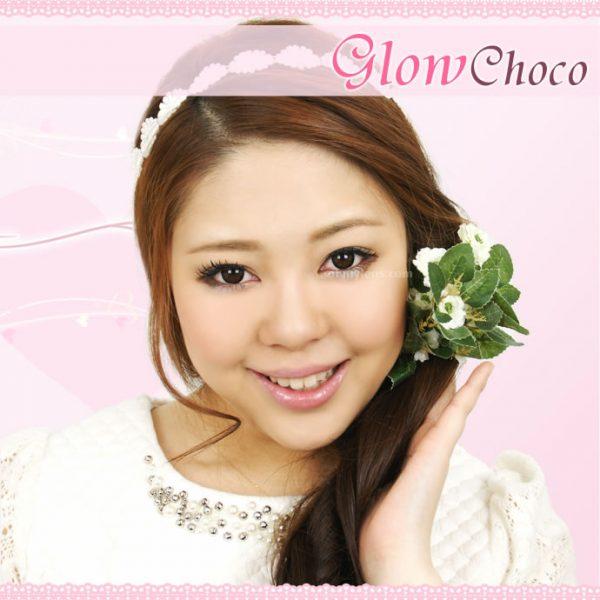a beautiful girl with Glow Choco (Mini) Contact Lenses 02